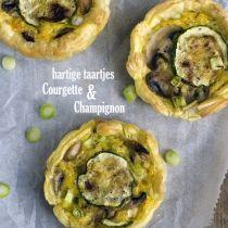 Hartige taartjes met courgette en champignons