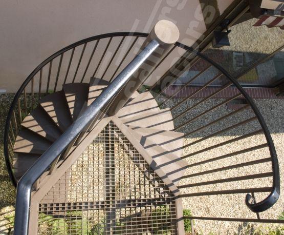 15 pingles rampe noire incontournables rampe peinte for Cage escalier exterieur