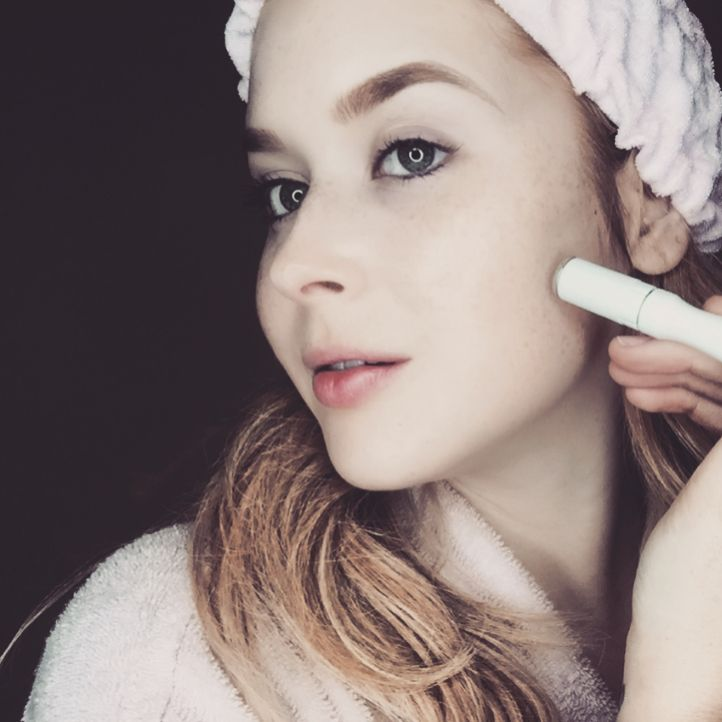 Get your best skin at home! Thanks Renee Olstead for making our MicrodermMD 💞 one of your favorite things! Follow her on IG @renee_olstead  #trophyskin #DiscoverYourBestSkin #skincaretools #hightech #beautytools #microdermabrasion