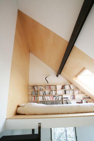 Une #mezzanine sous le #toit pour un espace sieste-repos-détente zen.  #Aménagez vos #combles avec nos artisans qualifiés du Rhône et Isère sur le site http://www.avantages-habitat.com/travaux-amenagement-de-combles-78.html