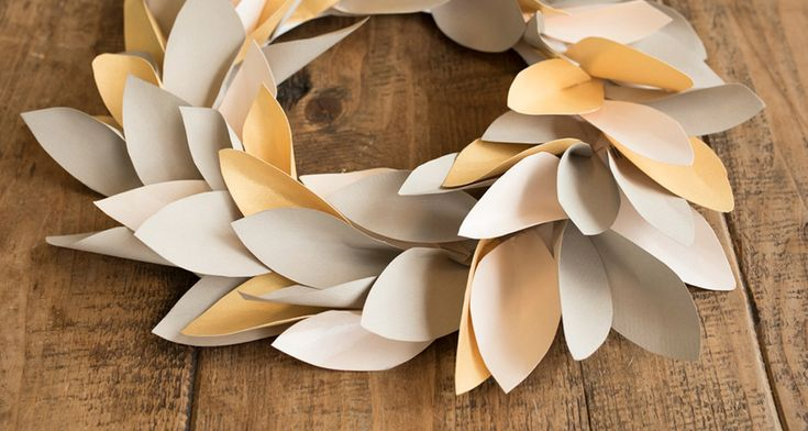 Christmas paper crafts - How to make your own Christmas wreath on the NoteMaker blog.