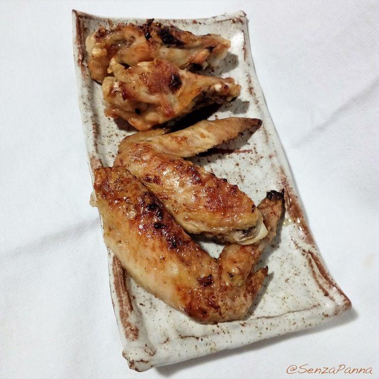 Le alette di pollo con quella crosticina croccante e saporita piacciono a grandi e piccini. Sgranocchiarle in compagnia è un ottimo mod...  http://www.senzapanna.it/2017/03/alette-di-pollo-grigliate-al-mandarino.html