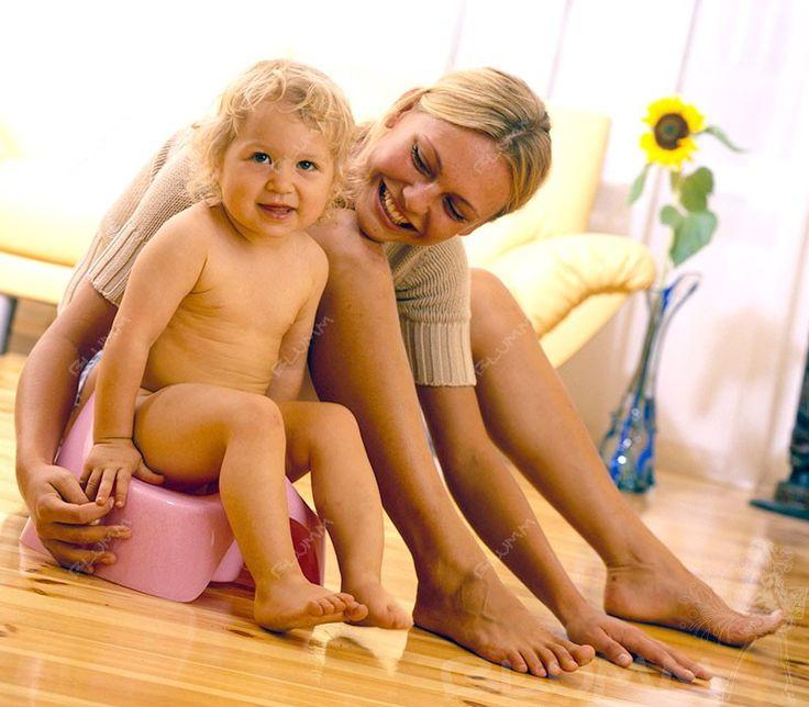 Многие молодые мамы пытаются приучать своего ребенка к горшку еще до года…