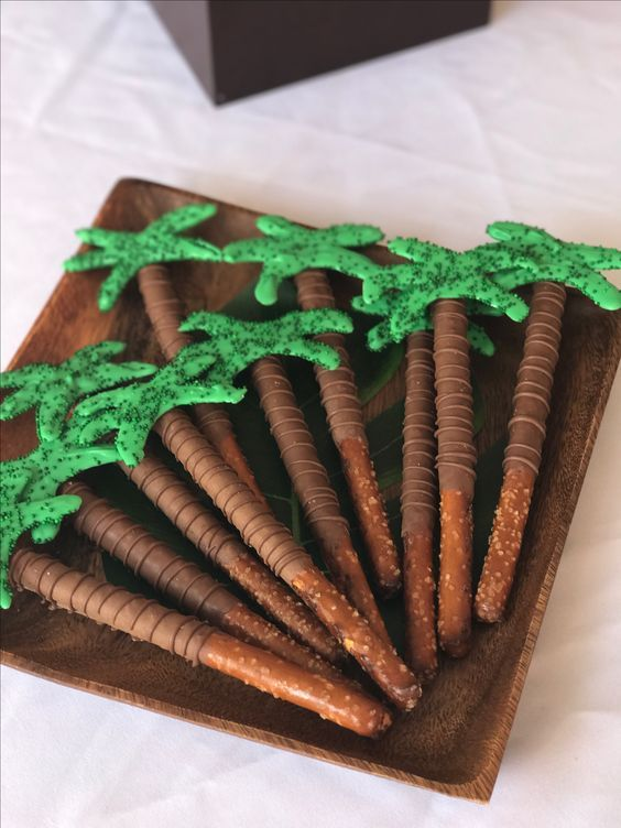 Palm Tree Pretzels | Moana Party Ideas | Pretty My Party