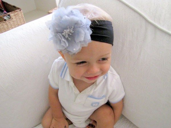 >Baby Nylon Headband Tutorial{featured on LMM Headband Week}{{and you can even switch out the flower clip}}All my favorite little smushy baby girls at church have these super cute, super giant f…
