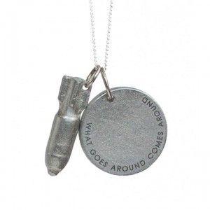 Juwelen gemaakt van bomresten uit de stille oorlog in Laos. Met de opbrengst van een bom- juweel kan men een stuk land bom-vrij maken!