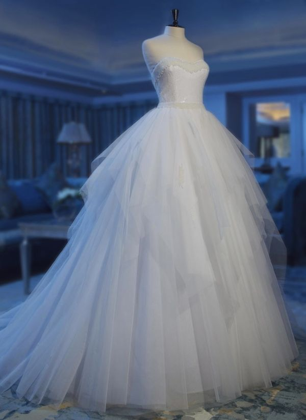 Stunning Abed Mahfouz Wedding Dresses 2013: http://www.modwedding.com/2013/06/14/stunning-abed-mahfouz-wedding-dresses-2013/
