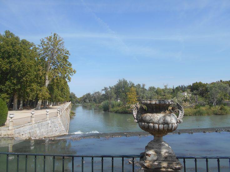 Vista del río desde barandilla.