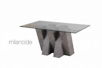 Σχεδιασμένο & κατασκευασμένο από τη Milanode το τραπέζι Severo μαγνητίζει το βλέμμα με τις έντονες αντιθέσεις του. Η βάση του τραπεζιού σε στιβαρό, διαδοχικό καρέ με βιομηχανικές γεωμετρίες, συμπληρώνεται με το «καθαρό», απλό και πάντα διαχρονικό κρύσταλλο. Η βάση, όπως και το καπάκι, διατίθεται σε διάφορα υλικά & αποχρώσεις, όπως ξύλο φυσικό ή CPL, λάκα, αλλά και επενδύσεις τύπου γρανίτη, σκουριάς & τσιμέντου.  https://www.milanode.gr/product/gr/2405/trapezi_severo.html