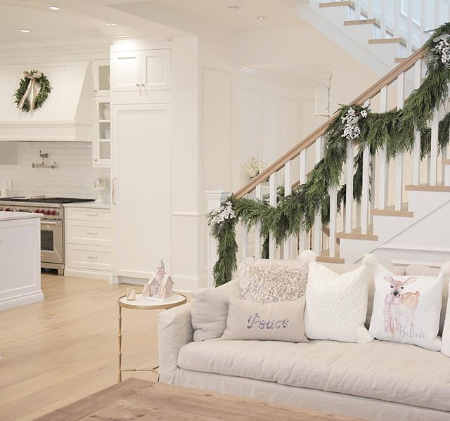 1893 Best Christmas On The Stairs Images On Pinterest: 177 Best Christmas Stairs Images On Pinterest