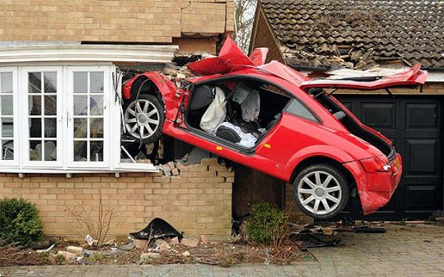 Tα πάντα όλα εδώ News !: Σπορ αυτοκίνητα που έγιναν παλιοσίδερα