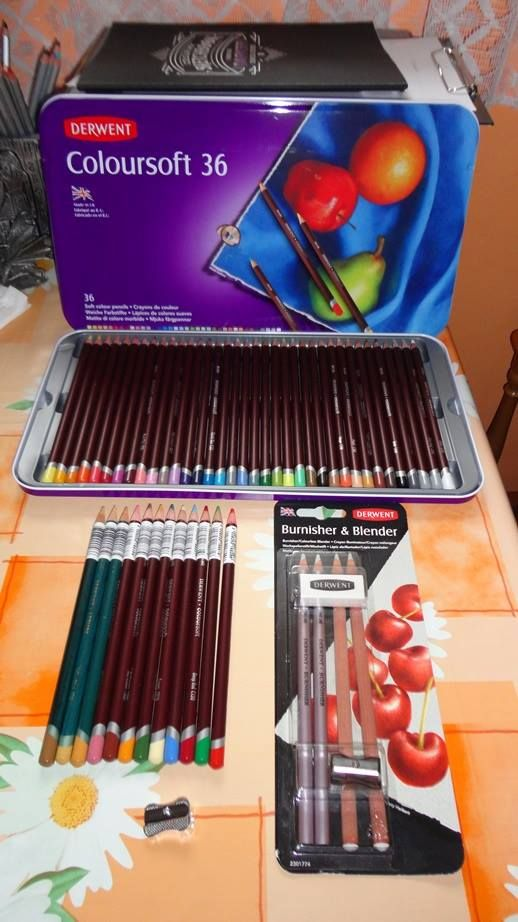 Derwent ColourSoft pencils set of 36  + some other colors and extras