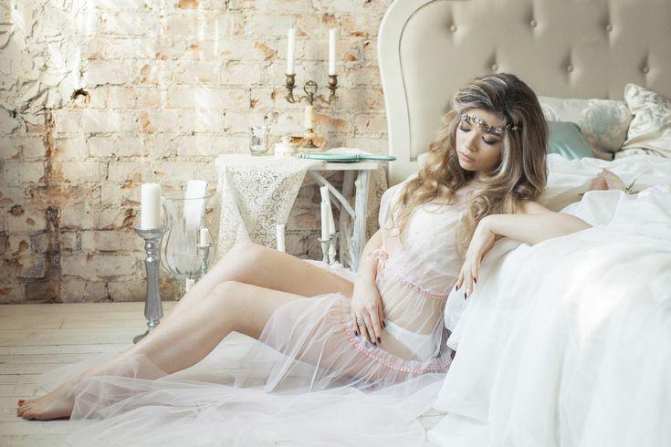 """Будуарное платье """"Roses drops"""".  Мягкий еврофатин, отделка декоративной тесьмой и полужемчужинами цвета roze quartz."""