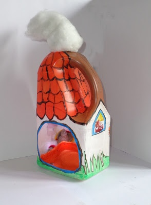Een muizenhuisje maken van een plastic fles. (melk of wasmiddel)
