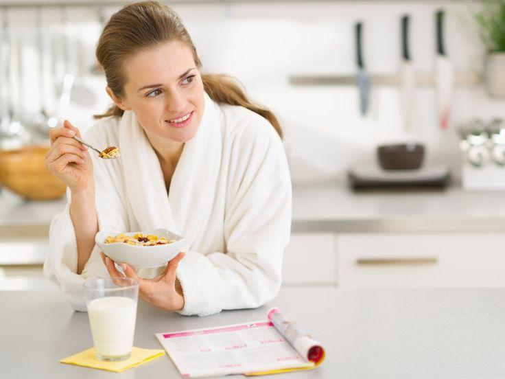 [TIPS] TETAP SEMANGAT SETIAP HARI >> Tau nggak sih Nitnot Lovers, ternyata selalu sarapan di pagi hari dapat membuat kita menjadi lebih berenergi dan lebih bersemangat. Bagi yang tidak terbiasa dengan sarapan kalian dapat menggantinya dengan makanan ringan seperti pisang, apel, roti gandum, teh, susu, dll. Perut kosong dapat menyebabkan kita malas dan membuat pikiran kita tidak fokus. Jadi usahakan selalu mengisi perut kalian setiap pagi ya agar kalian tetap semangat meskipun setelah libur…