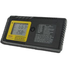 http://www.termometer.se/CO2Logg.html  CO2Logg™  Mäter och loggar koldioxidhalten (CO2) i luften. För att man ska få en uppfattning om hur väl ventilationen fungerar i en lokal mäter man koldioxidhalten, vilket anger ett mått på hur väl luften byts ut. Mätningen ger också en indikation på hur höga halter av andra ämnen som kan förväntas finnas i luften. Koldioxiden i sig är inte giftig, men den förtränger luftens syre och höga värden visar att luften inte byts ut tillräckligt ofta...