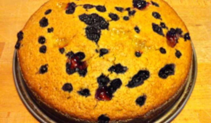 sockerkaka utan ägg eller mjölk. Kakan blir lätt och luftig utan att falla sönder,inte kladdig eller svampigt tung som andra veganska kakor ofta blir.