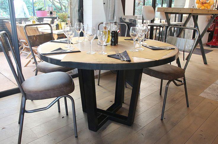 """Chaise SANKS et piétement FACTORY III - Plateau cerclé acier - Restaurant """"Il Caravaggio"""" à Vaucresson"""