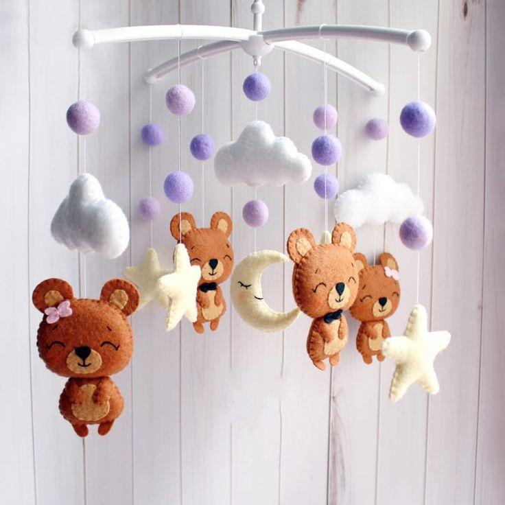 Яркий мобиль в детскую кроватку handmade Веселые медвежата для практичного и изысканного подарка девочке или мальчику. Изысканная игрушка ручной работы – милые медвежата среди сиреневых шариков, ночных тучек, луны и звезд. Материал игрушек гипоаллергенный. Отдельно можно приобрести кронштейн и