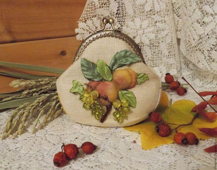"""Купить Кошелек """"Персики и виноград """" - комбинированный, рисунок, виноградная гроздь, фрукты, зеленый, кошелек"""