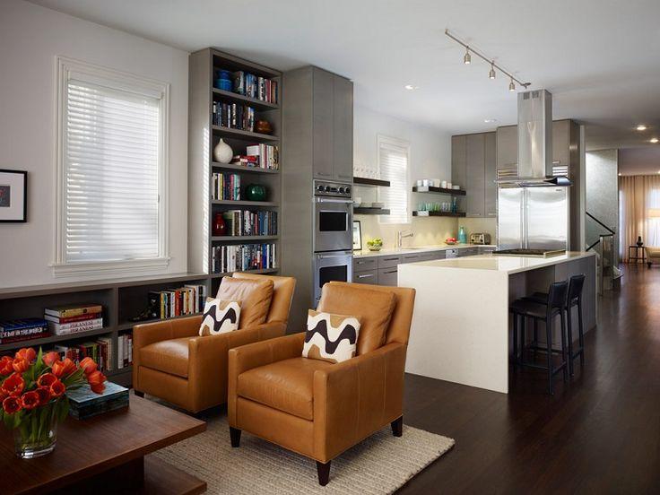 soggiorno-con-angolo-cottura-poltrone-pelle-marroni