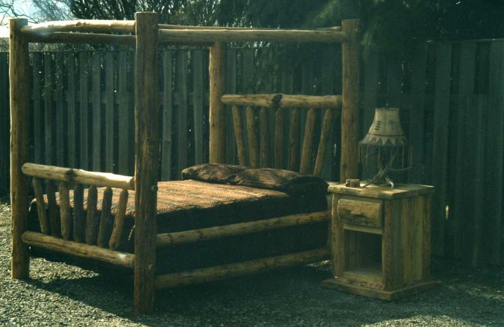 Beds : Rustic Canopy Log Bed