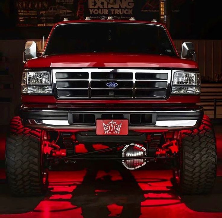 Gorgeous OBS Powerstroke Ford F250 lifted diesel truck