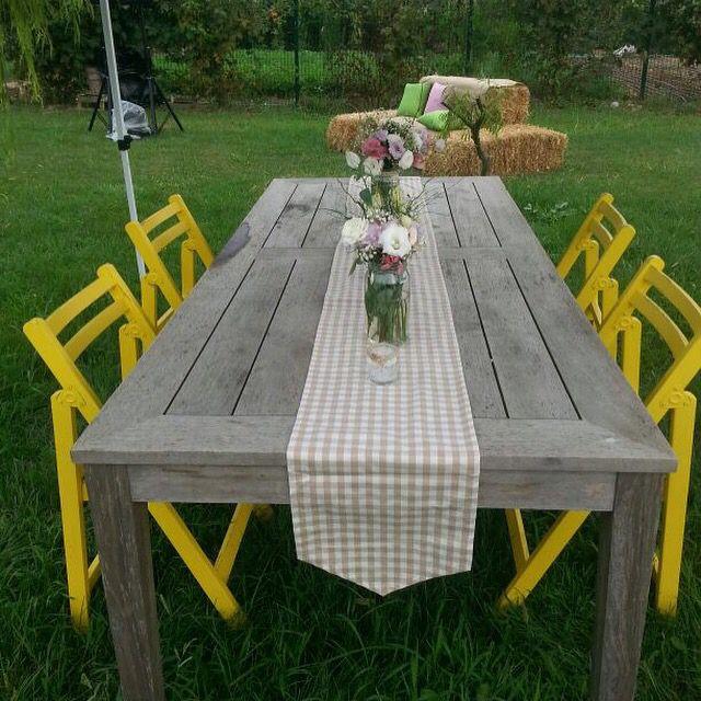 Table set up with yellow chairs from Gaye&Toygun's wedding decor. #weddingflowers #provencetheme #weddingtable #weddingseats