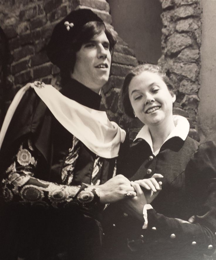 Ooh, here's a good 'un: Baby Howard Swain & Annette Bening in All's Well That Ends Well (1983); photo by Bob Hsiang. #CalShakes40th