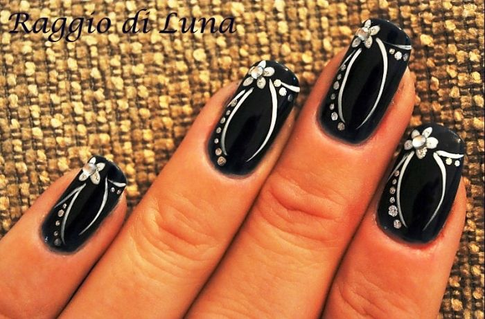 Wacky flower black nail art tips designs
