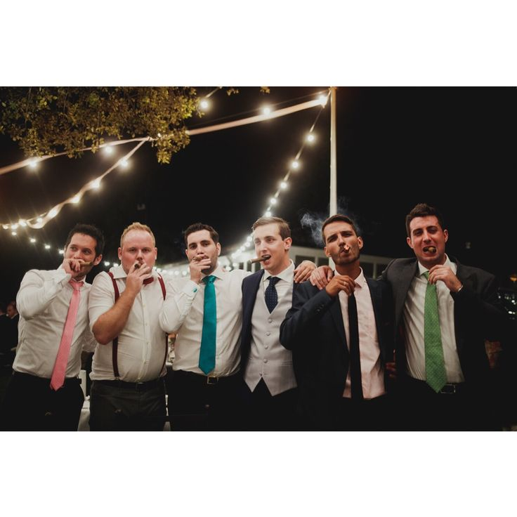 Viernes por fin!!! Ese momentito que sabe a gloria! #wedding #weddingphotographer #fotografo #fotografodeboda #fotografodebodamadrid #destinationwedding #bride #loveandwildherts #greenweddingshoes #photography #bride #junebugweddings #dirtybootsandmessyhair #boda #theknot #buenavistaandco #photobugcommunity #bodasconencanto #bodasconestilo #bodas2019 #bodas2018 #unionwep #unionwepmember #greenweddingshoes #junebugweddings #weddingphotoinspiration #firstandlast #bodasbuenavistaandco