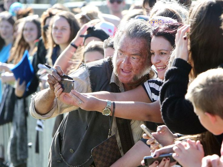 Kevin McNally meeting fans | Pirates of the Caribbean on the Coast | Gold Coast Bulletin