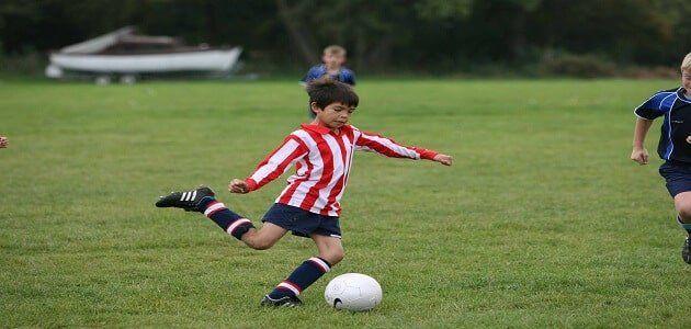 تعبير كتابي عن مباراة كرة القدم للسنة الثالثة ابتدائي Http Www Seyf Educ Com 2020 02 Written Expression Football Match Sports Sports Training Football Match