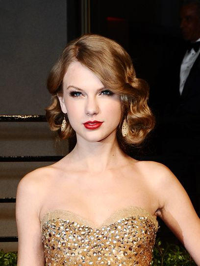 Google Image Result for http://www.talkingoo.com/wp-content/uploads/2012/04/06-taylor-swift-hairstyles.jpg