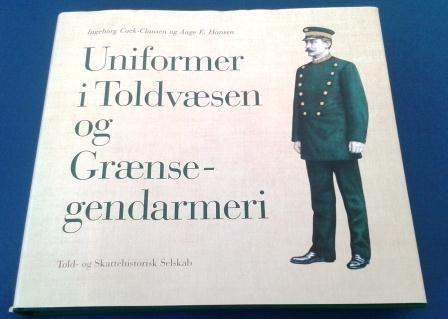 Bliv klogere. Uniformer i Toldvæsen og Grænsegendarmeri er et grundigt oversigstværk over de mange uniformstyper gennem tiden. Udgivet af Told- og Skattehistorisk Selskab, www.zise.dk.