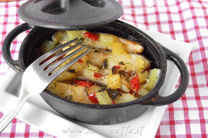 """Ricetta Baccalà al forno in cocotte con patate e pomodorini Schon mal unsere Idee für das traditionelle Fischessen an Aschermittwoch - Stockfisch """"al forno"""" mit Kartoffeln und Kirschtomaten :-) !! Feine Stockfischfilets findet Ihr hier: http://www.sardische-feinkost.de/collections/frischetheke"""