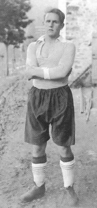 "Guillermo ""Bala Roja"" Gorostiza, Athletic Club Bilbao, lo llamaban ""Bala Roja"" por su endiablafa rapidez, 1930"