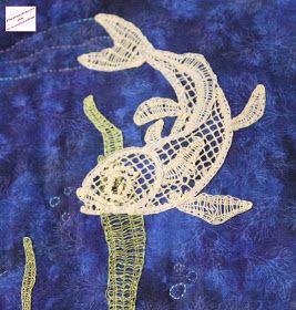 Voici le dernier poisson du trio.           Comme pour les deux précédents, la mise en carte est de Dominique et la dentelle de Martine     ...