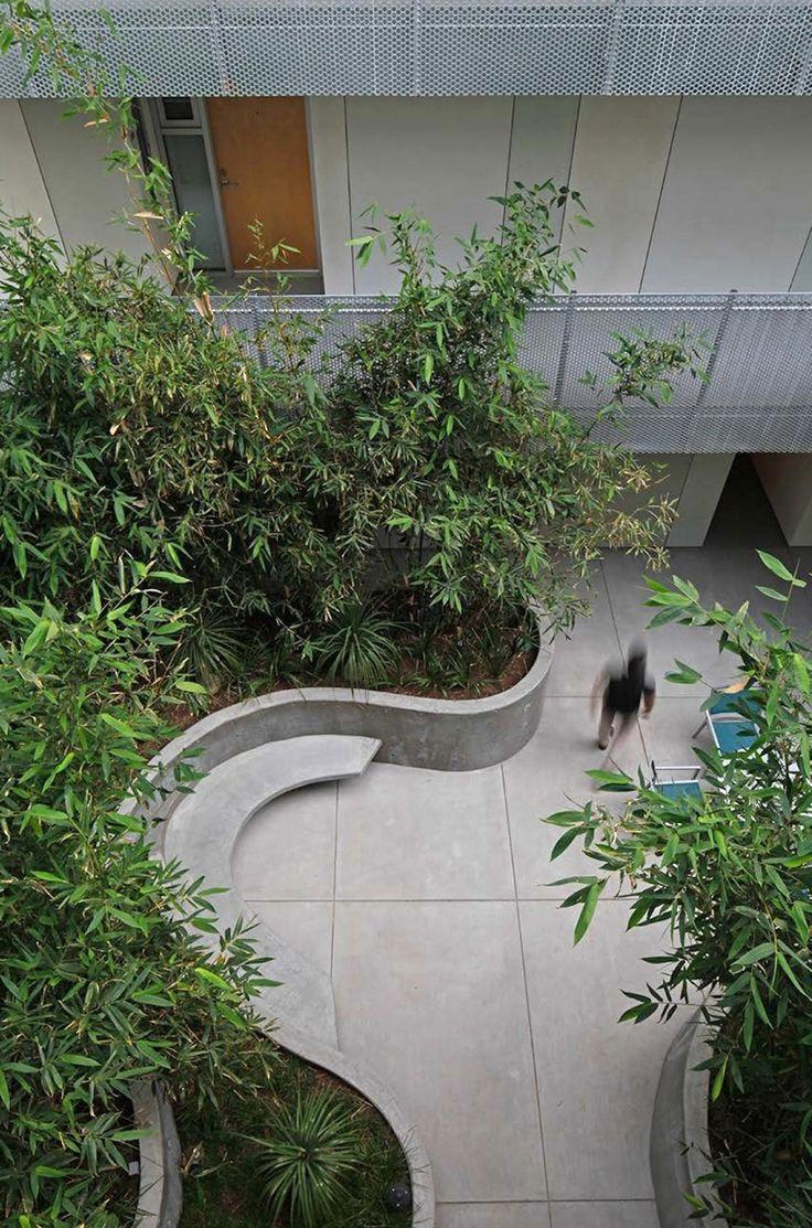 Mark Tessier Landscape Architecture - Courtyard at La Brea