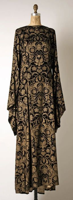 Mariano Fortuny tea gown ca. 1930-1932 via The Costume Institute of The Metropolitan Museum of Art