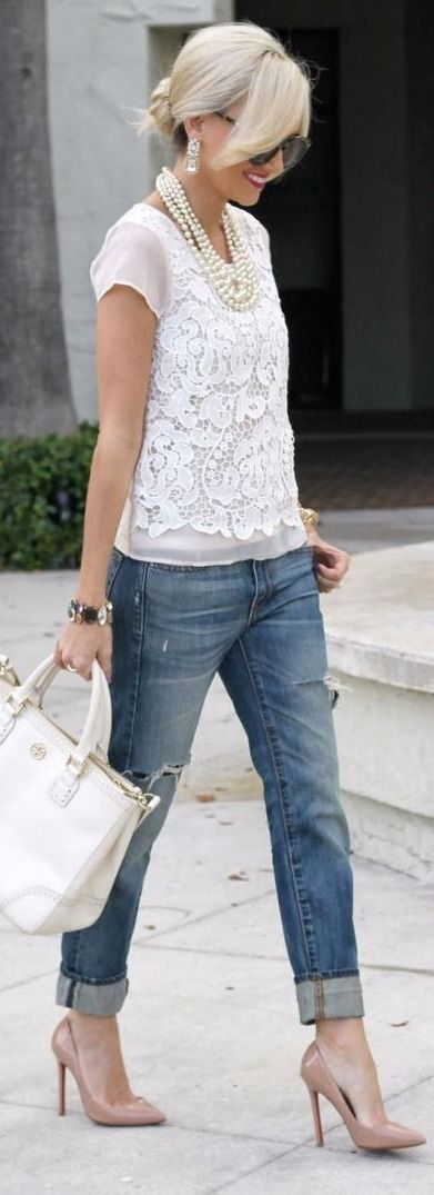 Lace top, cuffed jeans, white bag, heels.