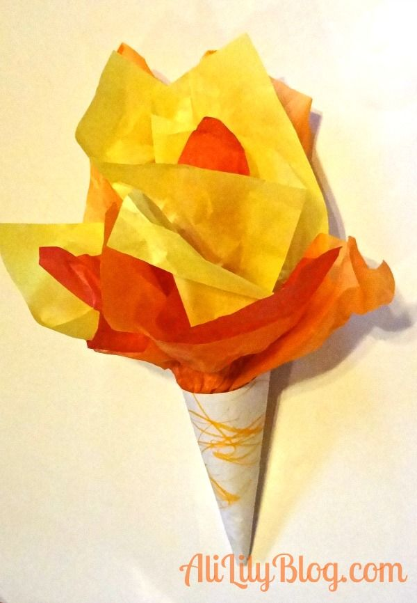 #Olympic Torch # Kids Crafts http://www.alililyblog.com/2012/07/25-olympic-crafts-for-kids-starring-alice-marie.html