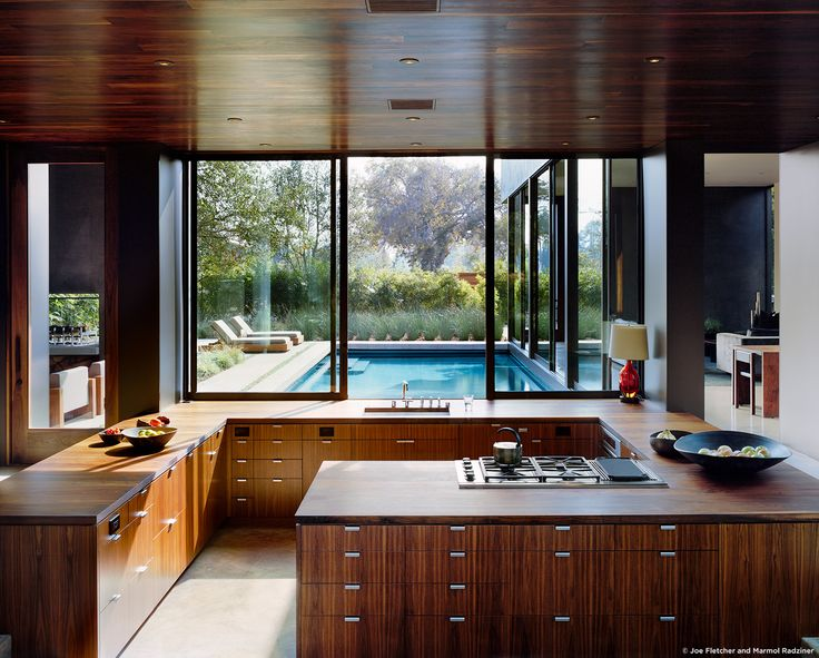 #ViennaWayResidence #modern #midcentury #inside #interior #windows #lighting #kitchen #wood #appliances #table #seating #counter #outdoor #exterior #pool #landscape #Venice #California #MarmolRadziner