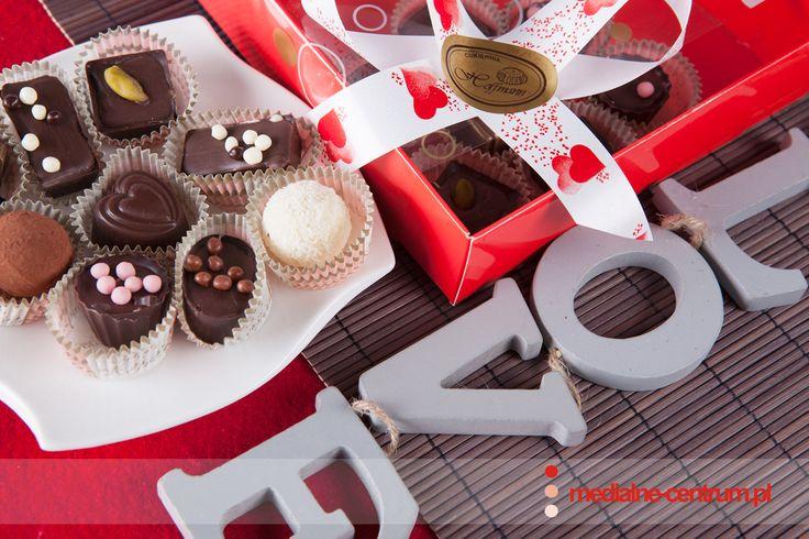 walentynkowe czekoladki pralinki, walentynki, czekoladki z sercem, love, słodycze dla zakochanych, prezent dla ukochanej osoby