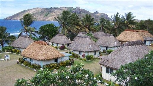 Go Island hopping in Fiji and visit local villages in Fiji #KILROY #Oceania #travel #wanderlust #backpacking #huts