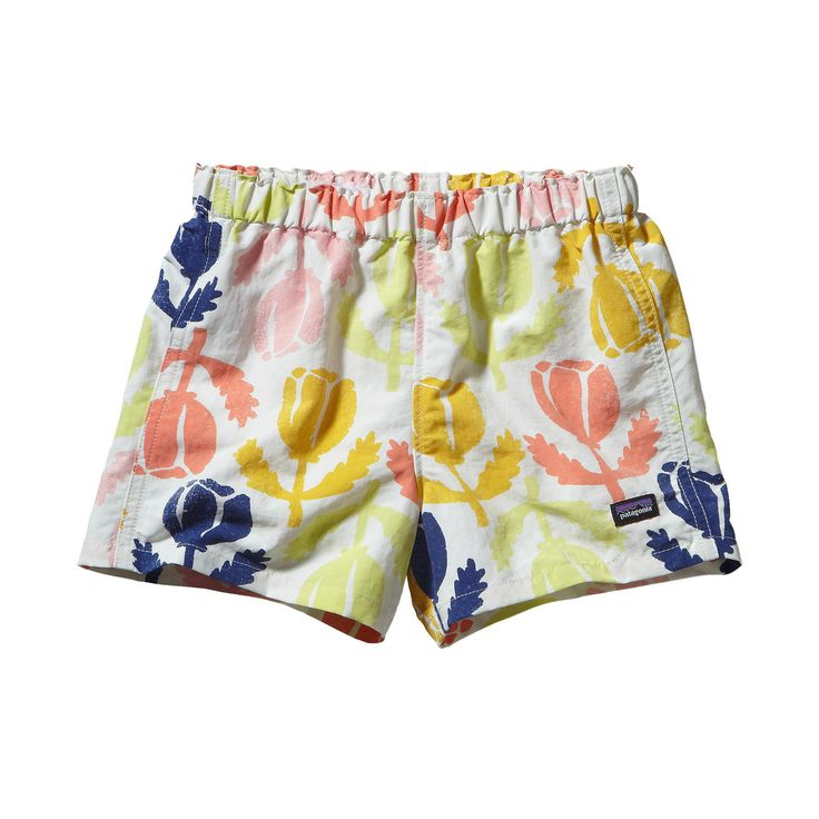 Perfect for playtime on the seashore and much more, the Patagonia Baby Baggies™ Shorts offer 50  UPF protection and a water repellent finish.