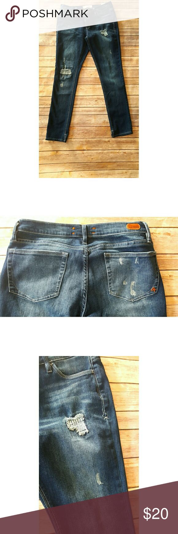 Dittos Distressed Jeans Sz 29 Waist measured flat approximately 15in Inseam Approximately 28in dittos  Jeans Ankle & Cropped