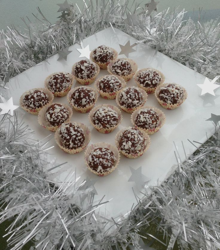 Organic coconut and cacao balls - Eating healthy this festive season  :)