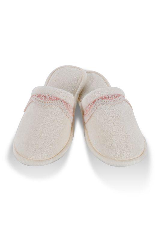 Froté papuče BUKET sú vhodným doplnkom k županom BUKET v rovnakom dizajne. Šľapky majú gumovú podrážku a vyrábajú sa v dvoch veľkostiach.