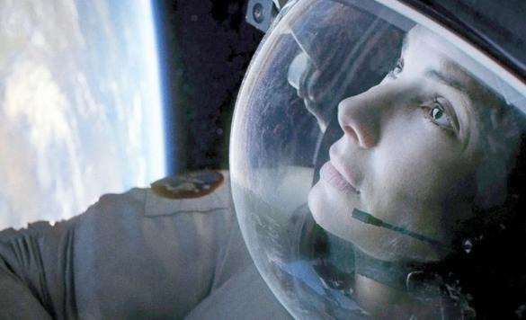 """Es de suponer que la Dra. Ryan Stone, el personaje de Sandra Bullock en la pelicula """"Gravity"""", candidata al premio Oscar 2014, al igual que el veterano astronauta Matt Kowalski (George Clooney), consumía espirulina en el transbordador espacial Explorer."""
